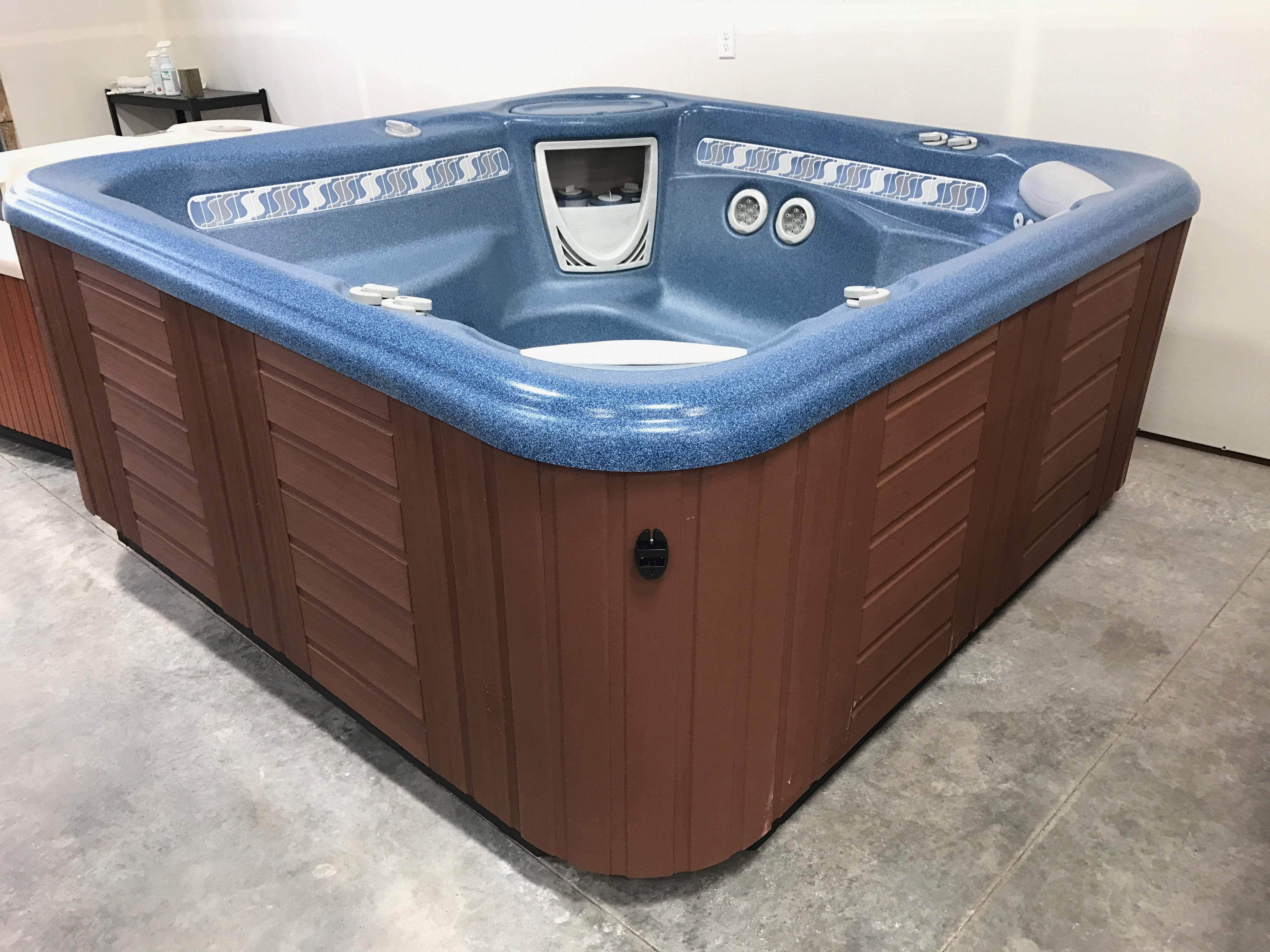 $3995 - 2001 HotSprings Vanguard (6-Person) - Mountain Hot Tub